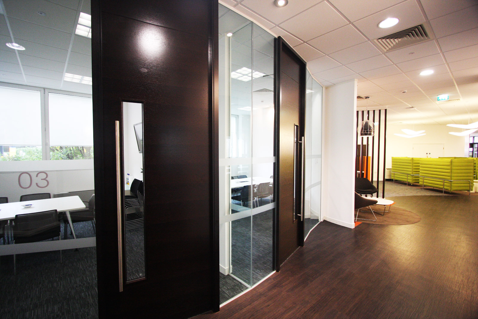 How Using Glass Can Give Your Office The Modern Touch